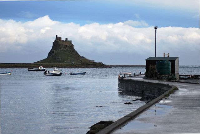 800px-Lindisfarne_Castle_from_Harbour