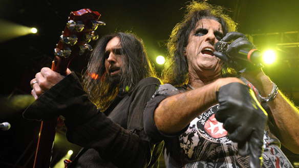 Wild Days: Damon Johnson rocks out with Alice Cooper (Photo: sitorisonics)