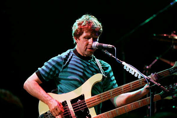 Doubled Up: Pete Trewavas goes for the top neck (Photo: http://progsheet1.hypermart.net/)