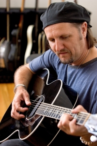Winning Duet: Jimmy LaFave, who joins Gretchen on When You Comin' Home (Photo: http://moneypennymusic.co.uk/)