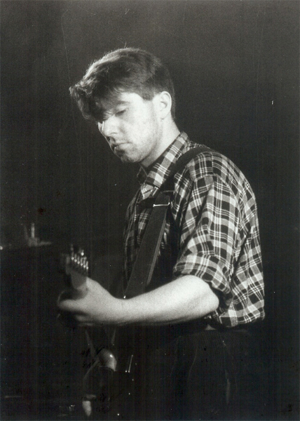 Guitar Icon: Will Sergeant  in early live action with The Bunnymen