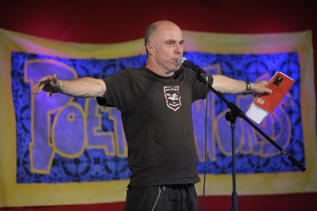 Festival Flight: Attila the Stockbroker sings the Seagulls' praises at Glastonbury (Photo: Attila the Stockbroker)