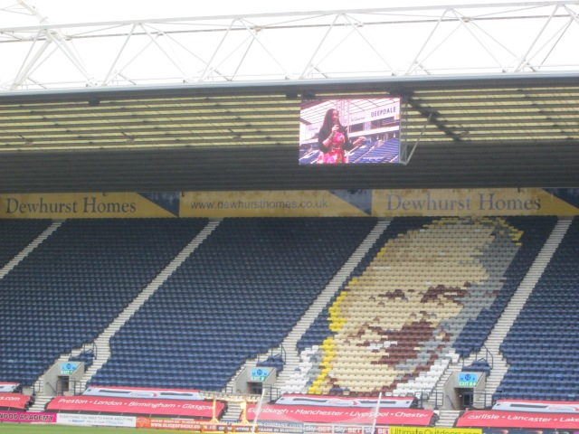 In Wonderland: Cathy Cassidy addresses the 5,000, as seen on the big screen (Photo: Malcolm Wyatt)
