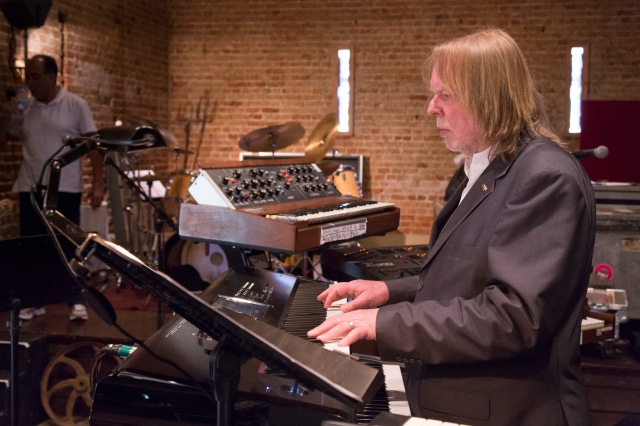 Studio Tan: Rick Wakeman at the keyboard (Photo: Lee Wilkinson /(http://www.lwmultimedia.co.uk/LWMultimedia.html)