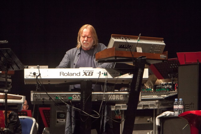 Keyboard King: Rick Wakeman lets loose (Photo: Lee Wilkinson /(http://www.lwmultimedia.co.uk/LWMultimedia.html)