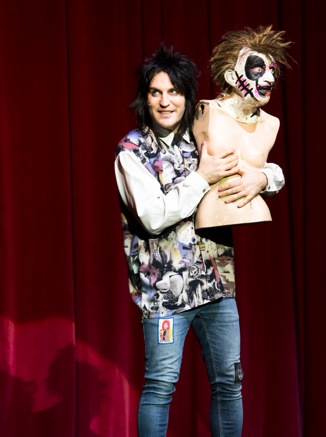 Mannequin Madness: Noel Fielding and a friend, live