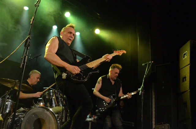 Lining Up: The Membranes in live action, with John Robb flanked by drummer Rob Haynes and guitarist Pete Byrchmore (Photo: Phil Newall)