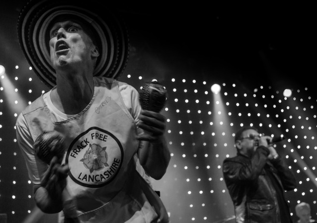 Step On: Bez in live action with Happy Mondays
